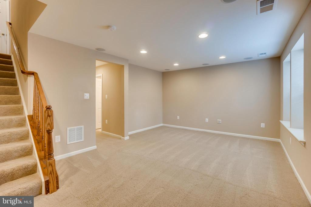 Recessed Lighting in Basement - 204 APRICOT ST, STAFFORD