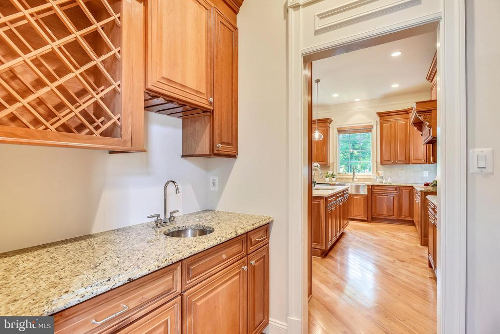 Butlers Pantry - 8264 TRAILWOOD CT, VIENNA