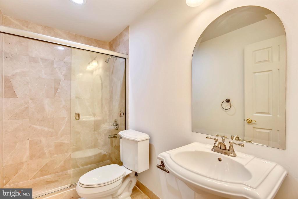LL Bath - 8264 TRAILWOOD CT, VIENNA