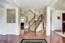 Foyer with 2 way stair case and built in nook. - 41521 GOSHEN RIDGE PL, ALDIE