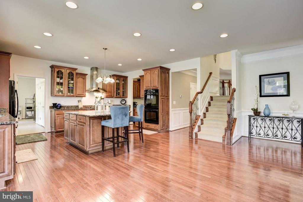 Kitchen with Hardwood Floors - 41521 GOSHEN RIDGE PL, ALDIE