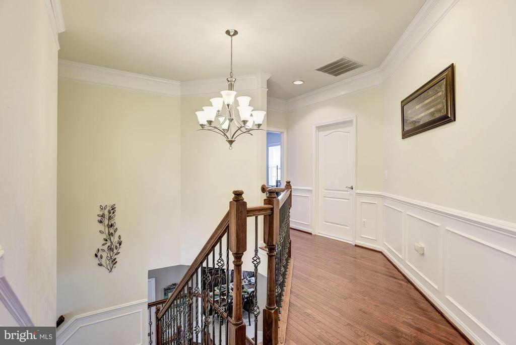 Upper Hallway with Hardwood Floors - 41521 GOSHEN RIDGE PL, ALDIE