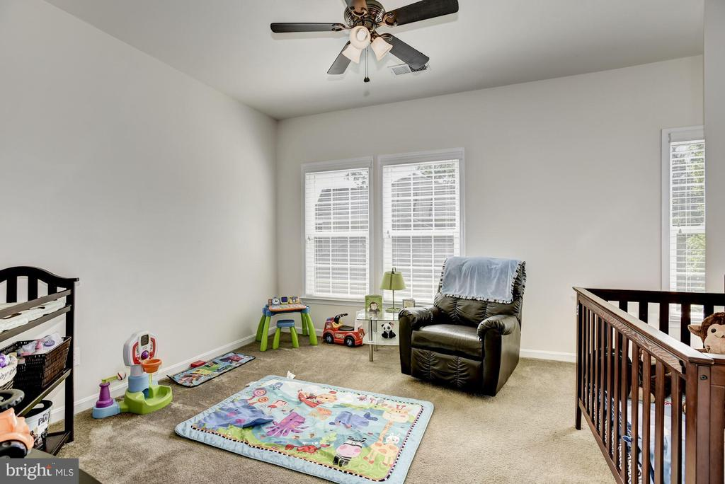 Nursery with full bath - 41521 GOSHEN RIDGE PL, ALDIE