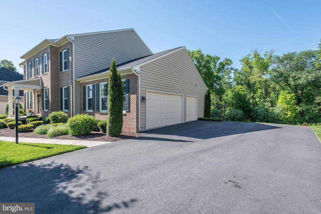 3 Car Garage - 41521 GOSHEN RIDGE PL, ALDIE