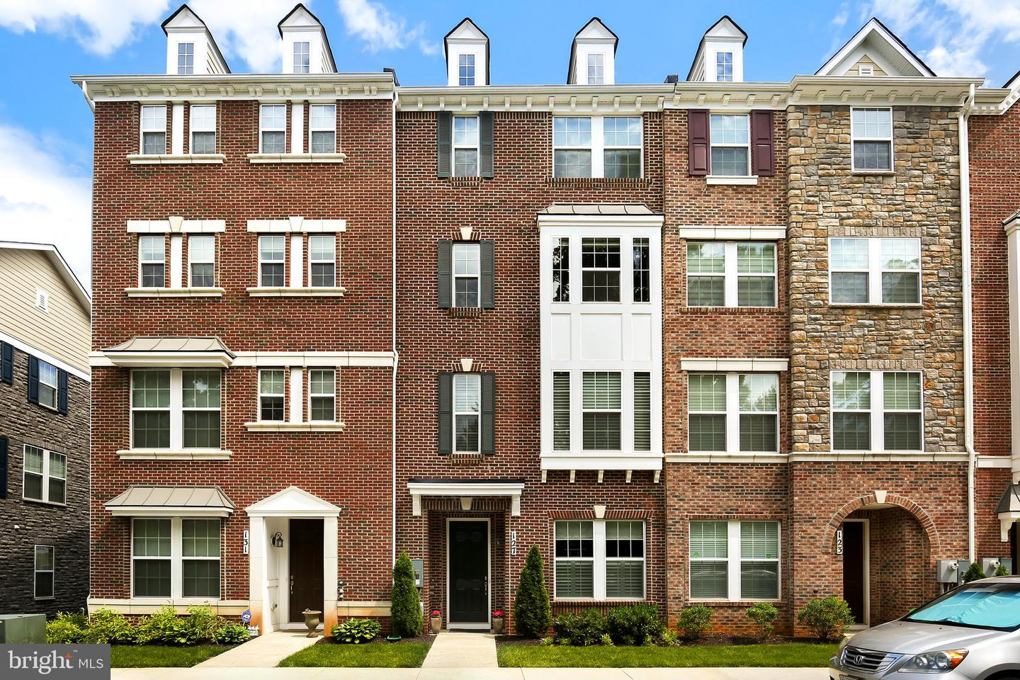 Single Family for Sale at 127 Fairbanks Dr Gaithersburg, Maryland 20877 United States