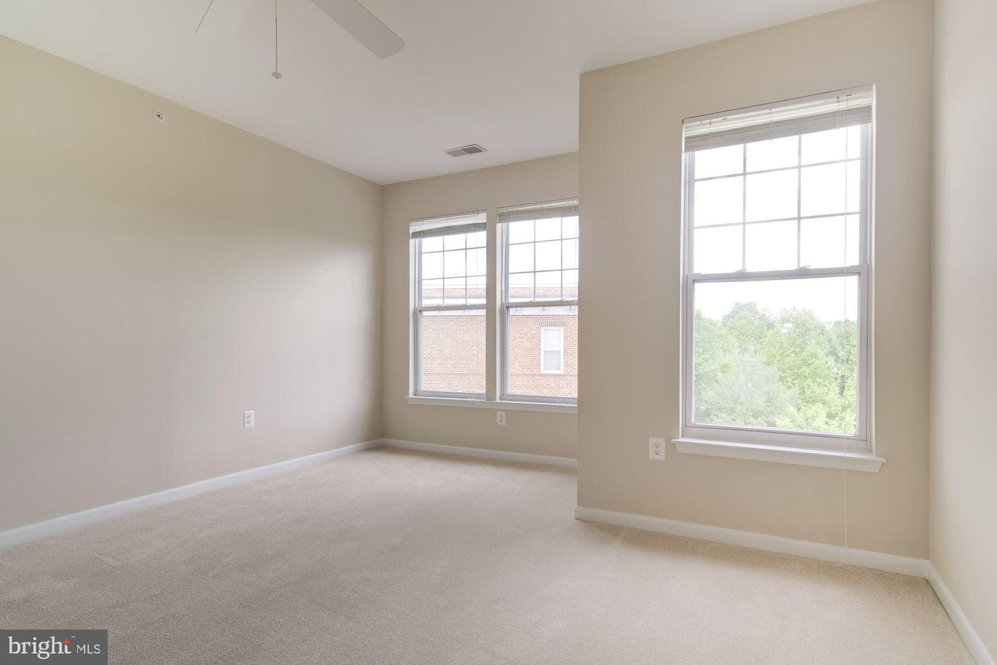 Additional photo for property listing at 110 Chevy Chase St #404 Gaithersburg, Maryland 20878 United States