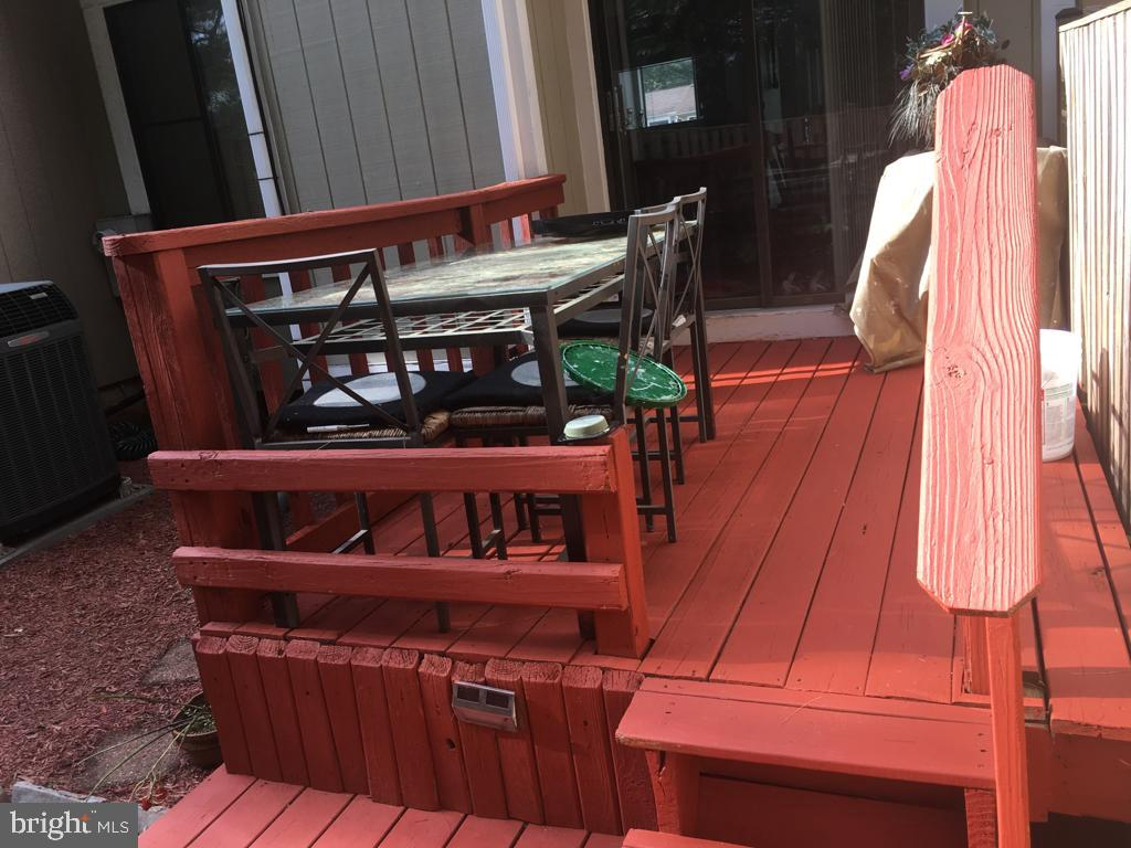 Entertain on your rear deck! - 31 SUGARLAND SQUARE CT, STERLING