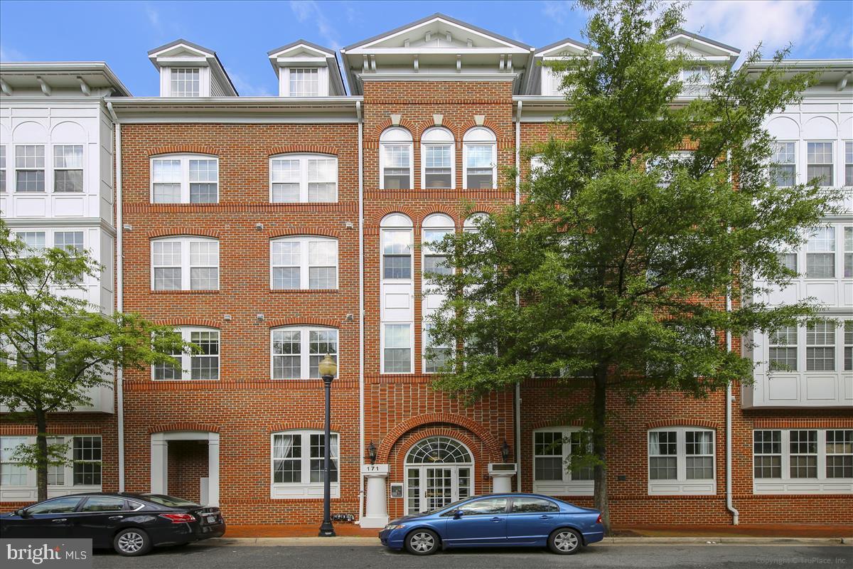 Single Family for Sale at 171 Somervelle St #203 171 Somervelle St #203 Alexandria, Virginia 22304 United States