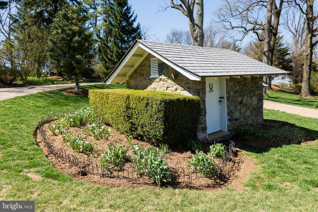 Potters Shed - 18490 BLUERIDGE MOUNTAIN RD, BLUEMONT