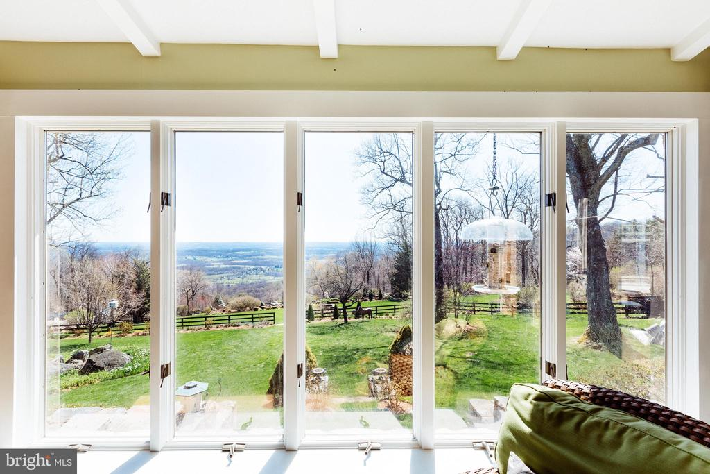 Spectacular views from the sunroom - 18490 BLUERIDGE MOUNTAIN RD, BLUEMONT