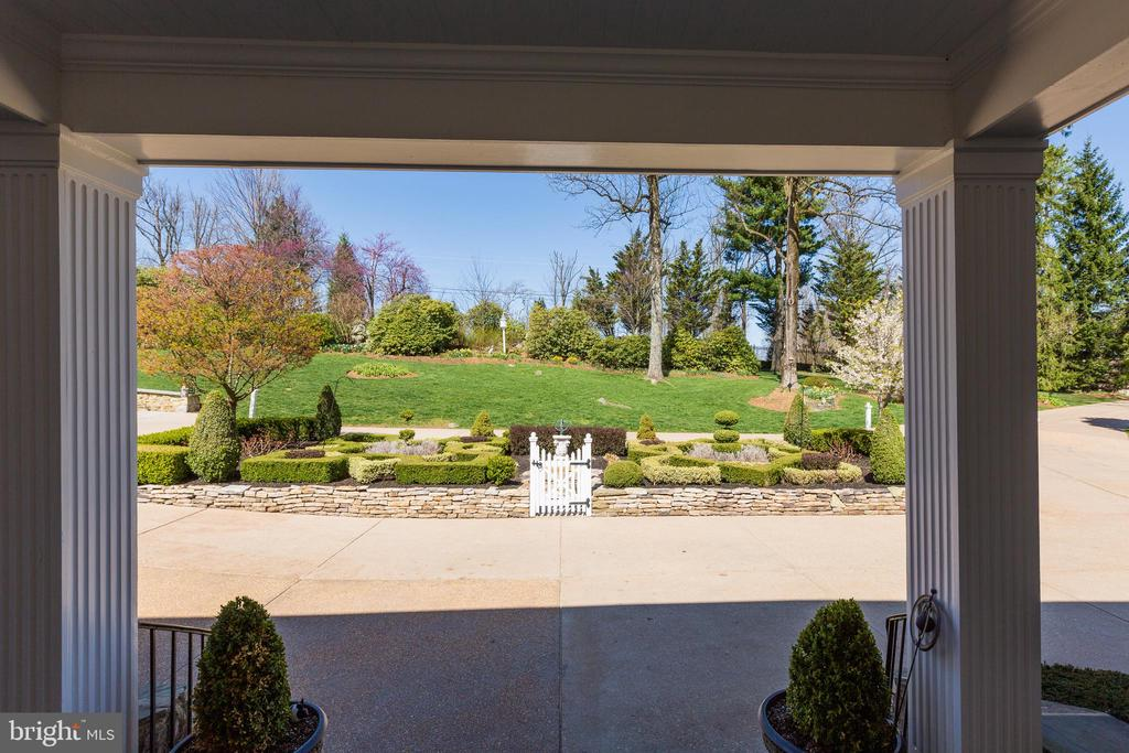 Covered front flagstone porch - 18490 BLUERIDGE MOUNTAIN RD, BLUEMONT