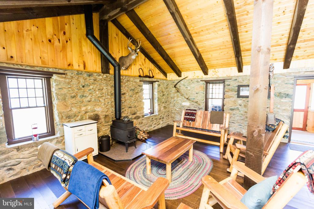 Hunting cabin comes with furniture which conveys - 18490 BLUERIDGE MOUNTAIN RD, BLUEMONT