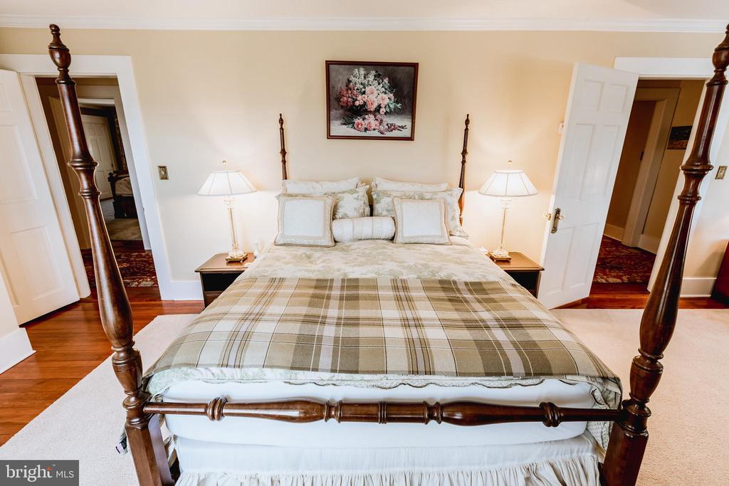 Guest Bedroom. - 18490 BLUERIDGE MOUNTAIN RD, BLUEMONT