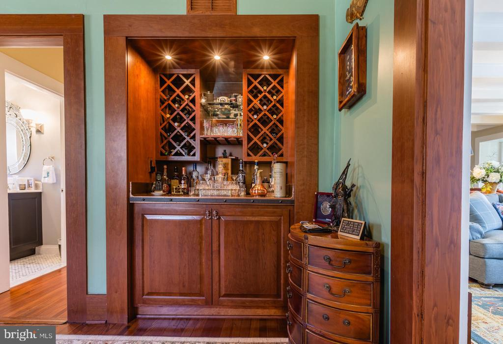 Wetbar and wine rack - 18490 BLUERIDGE MOUNTAIN RD, BLUEMONT