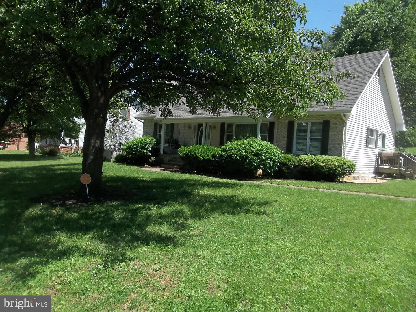 Additional photo for property listing at 208 Henrico Rd Front Royal, Virginia 22630 United States