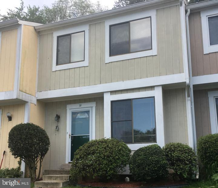 Exterior in Good Condition! - 31 SUGARLAND SQUARE CT, STERLING