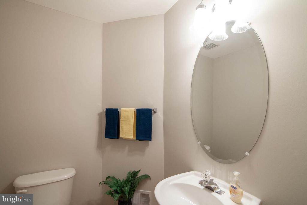Powder Room - 6170 TOLEDO PL, HAYMARKET