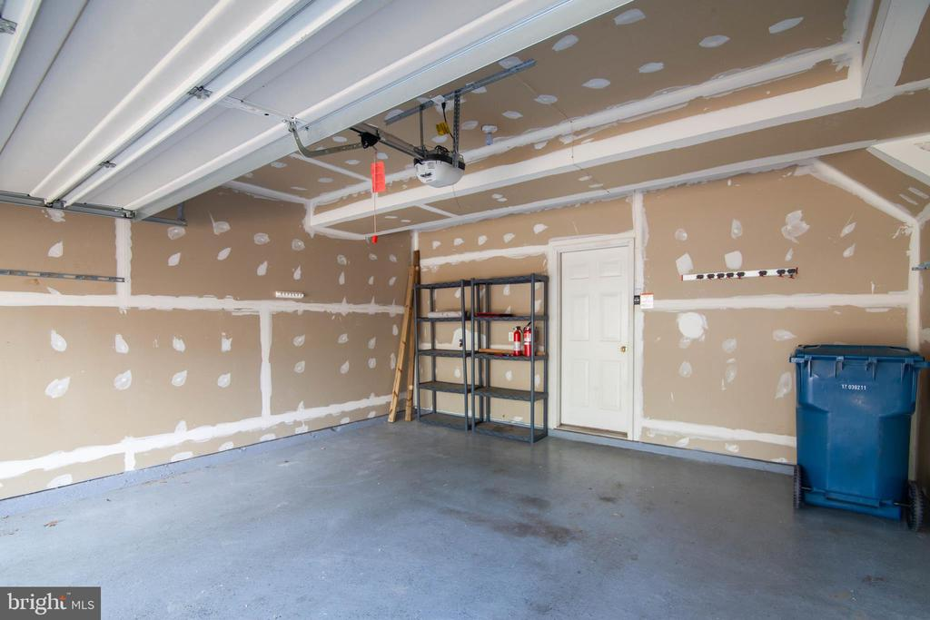Spacious 2 car garage - 6170 TOLEDO PL, HAYMARKET