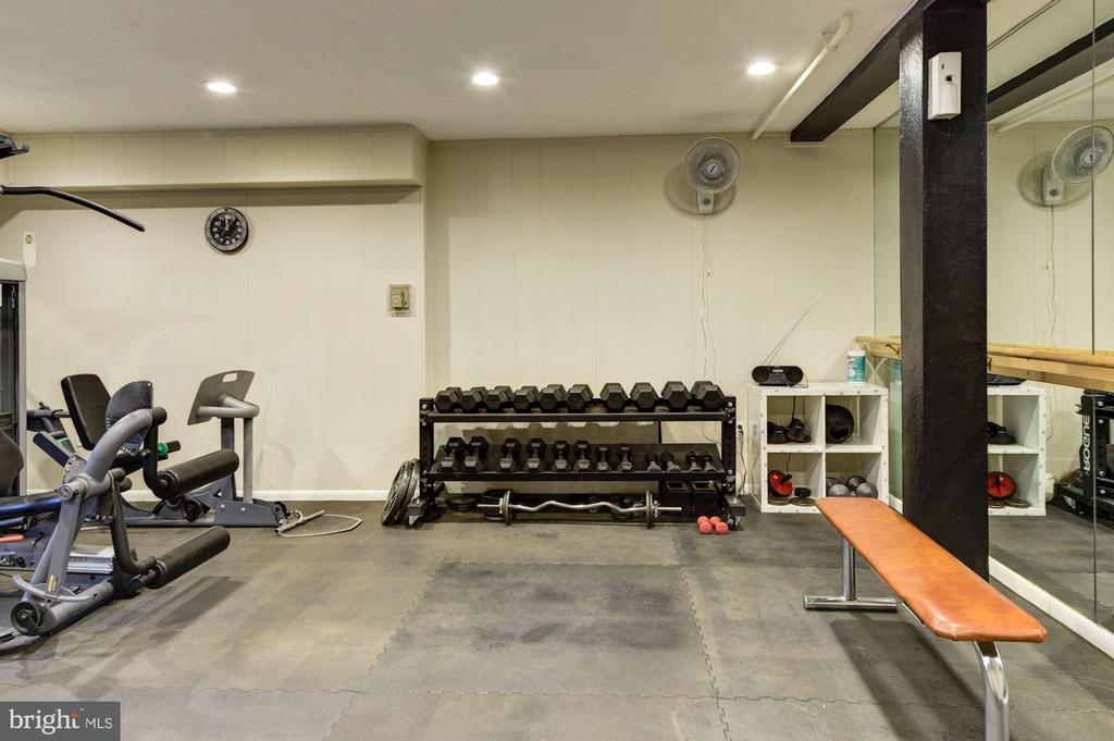 Community Exercise Room free weights - 3900 TUNLAW RD NW #317, WASHINGTON