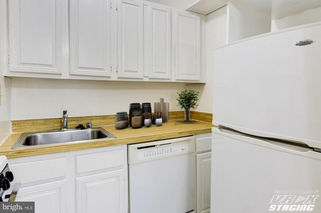 Good cabinet and storage space - 3900 TUNLAW RD NW #317, WASHINGTON