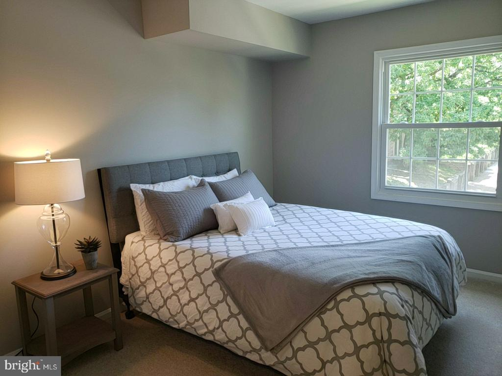 Large second bedroom - 8353-E DUNHAM CT #643, SPRINGFIELD