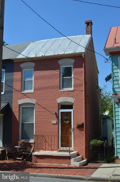 Well-maintained end unit row home downtown Frederi - 235 W 5TH ST, FREDERICK