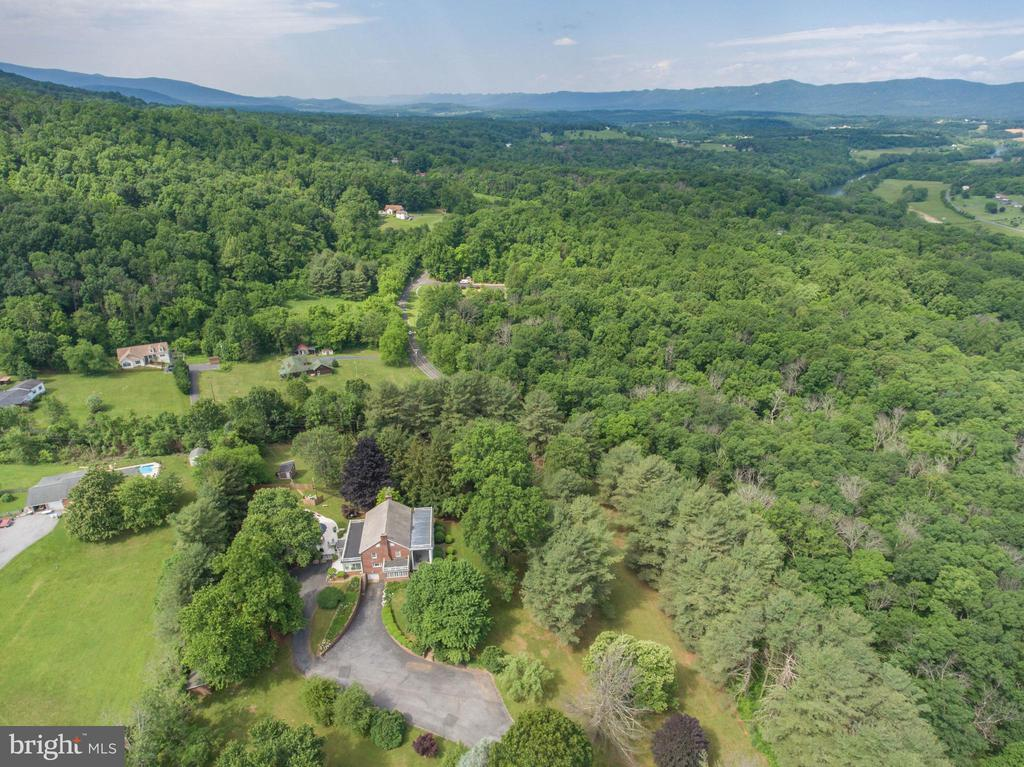 Surrounded by beautiful mountains - 6964 BROWNTOWN RD, FRONT ROYAL