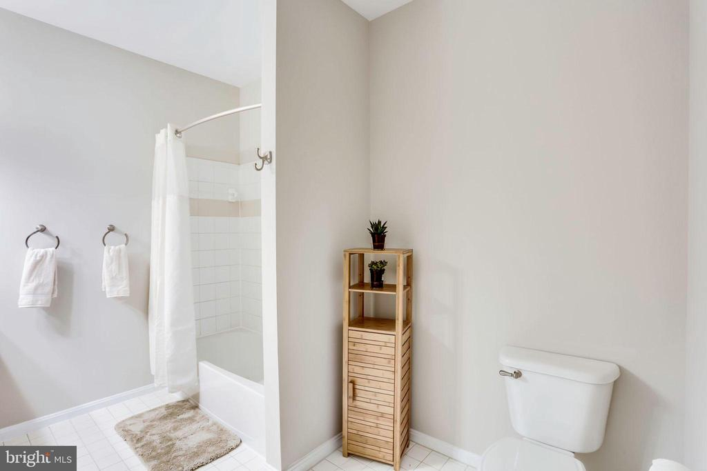 Master Bathroom - 2055 26TH ST S #5-201, ARLINGTON