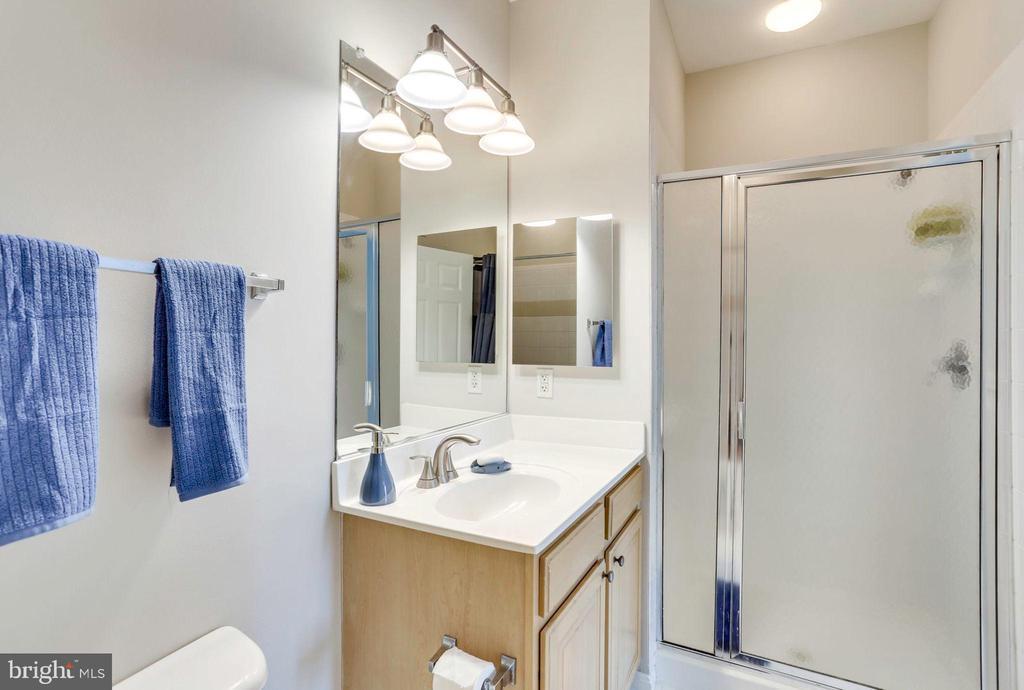 Second En-Suite Bath w/ Shower & Tub - 2055 26TH ST S #5-201, ARLINGTON