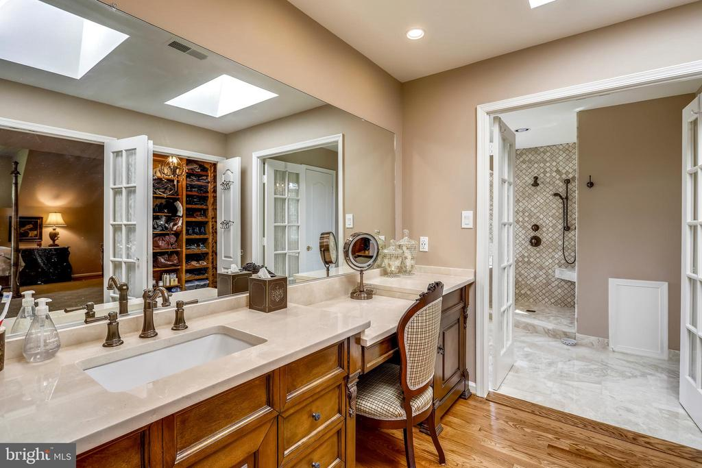 Dressing area with marble vanity and skylights - 11 CLIMBING ROSE CT, ROCKVILLE