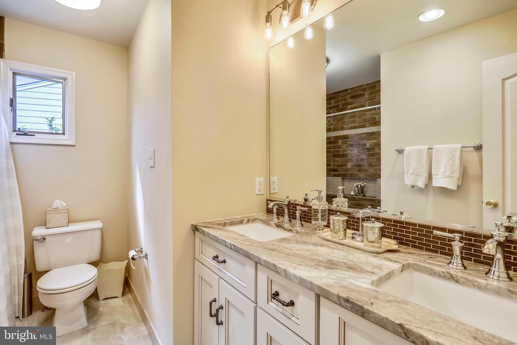 Renovated full hall bath #3 on upper level - 11 CLIMBING ROSE CT, ROCKVILLE