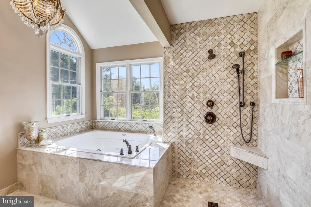 Walk in shower and separate Jacuzzi tub - 11 CLIMBING ROSE CT, ROCKVILLE