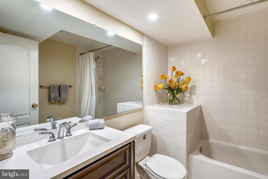 Lower level full bath - 11 CLIMBING ROSE CT, ROCKVILLE