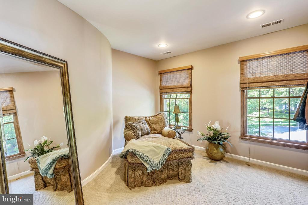 Sitting room off of master bedroom - 11 CLIMBING ROSE CT, ROCKVILLE