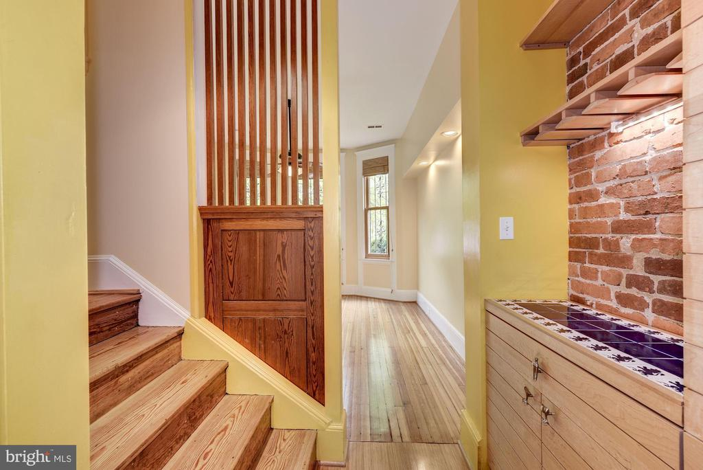 Dual Entry Staircase - 2506 CLIFFBOURNE PL NW, WASHINGTON