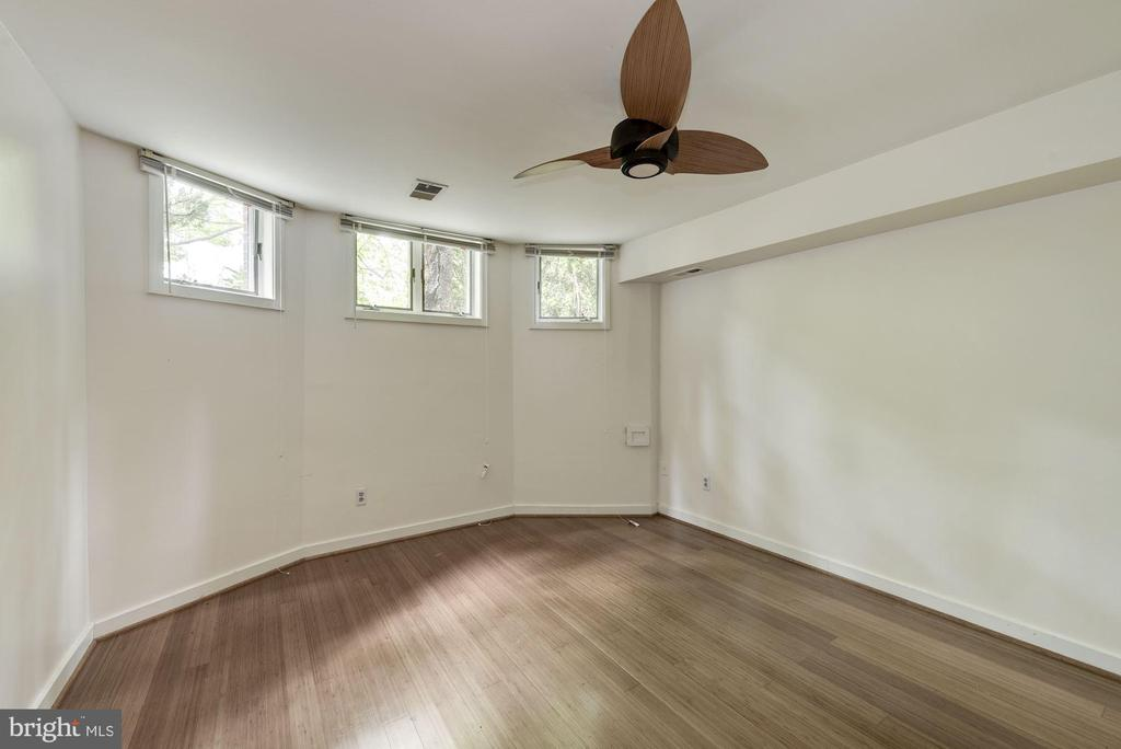 Bright Bedroom w/ Ceiling Fan - 2506 CLIFFBOURNE PL NW, WASHINGTON