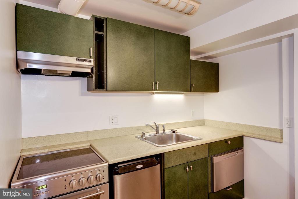 Eco-Friendly Full Kitchen - 2506 CLIFFBOURNE PL NW, WASHINGTON