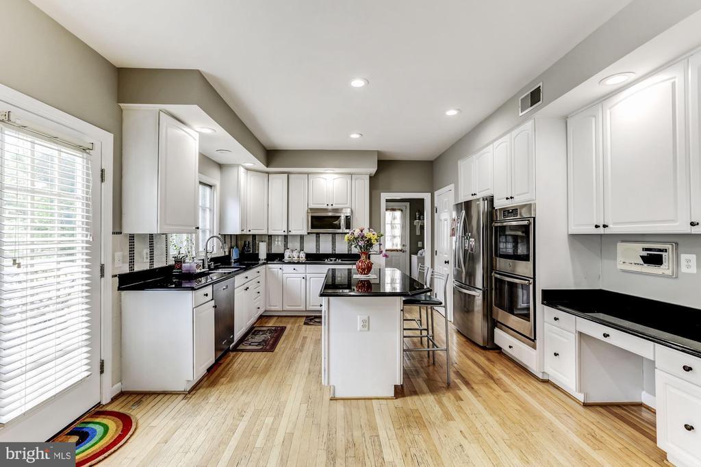 Kitchen - 43255 TISBURY CT, CHANTILLY