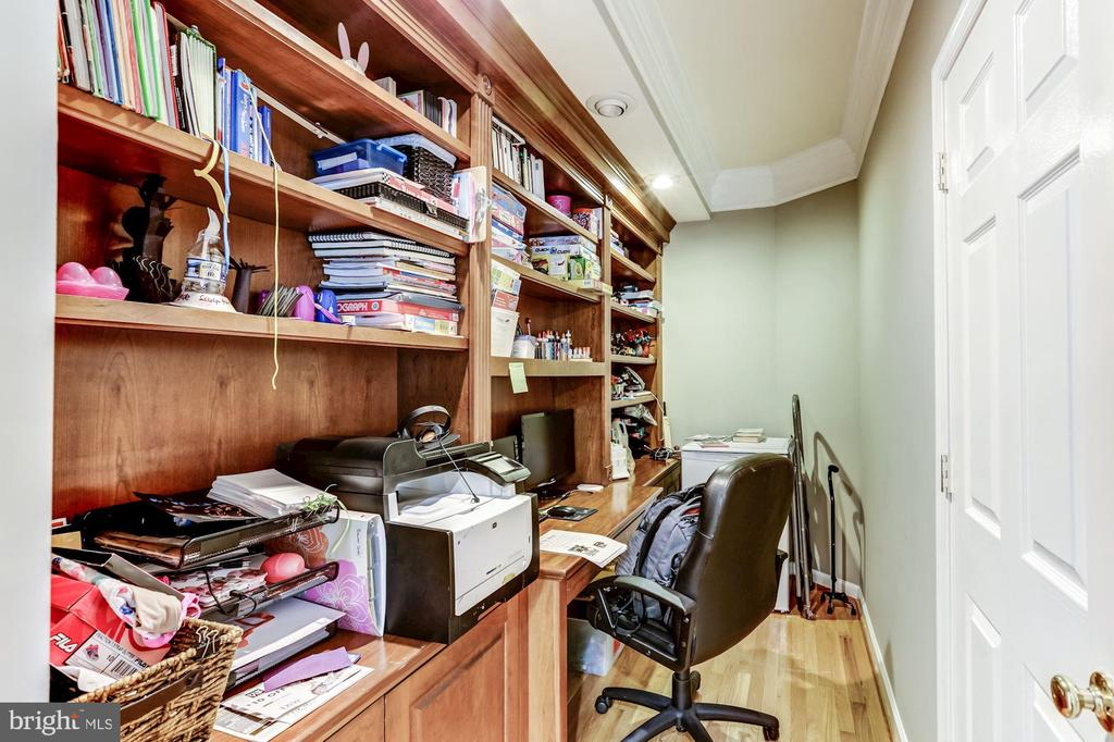 Office Nook - 43255 TISBURY CT, CHANTILLY