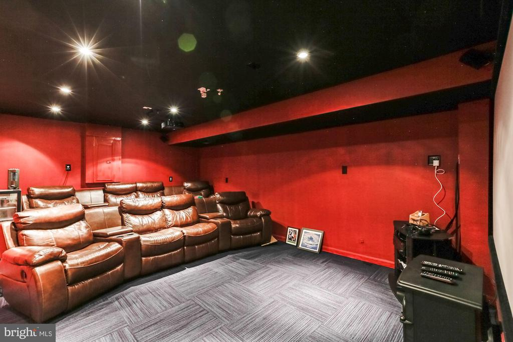 Theater room ( Basement ) - 43255 TISBURY CT, CHANTILLY