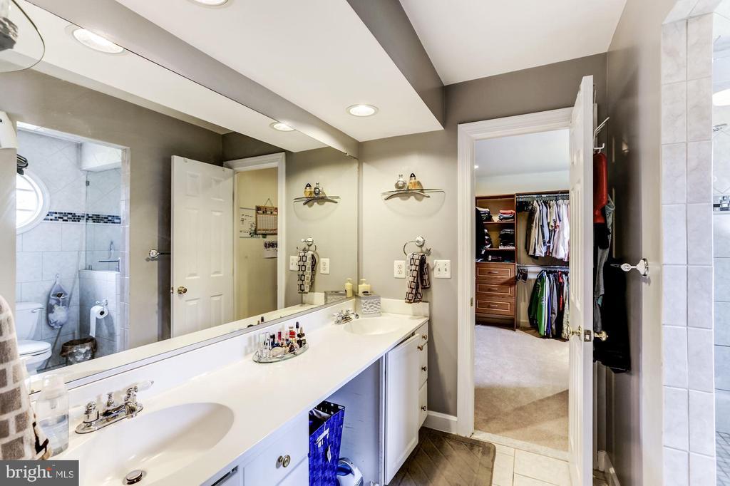 Full Bathroom 3/ 4 - 43255 TISBURY CT, CHANTILLY