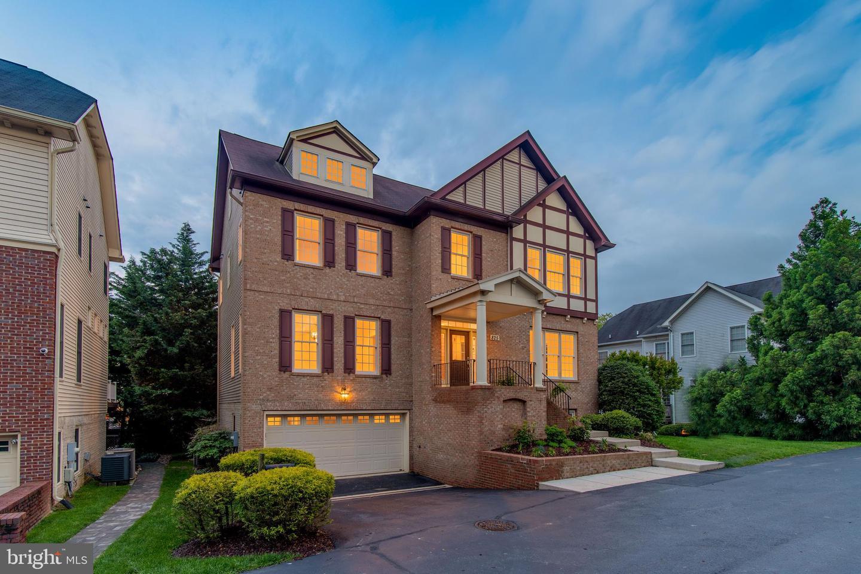 Maison Unifamiliale Pour L Vente à 825 Woodside Pkwy Silver Spring,  Maryland 20910 États