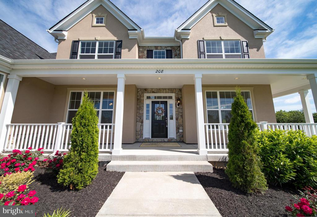 Professional Landscaping - 208 SAINT ANDREWS CT, WINCHESTER