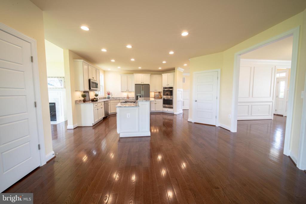 Gleaming hardwood floors - 208 SAINT ANDREWS CT, WINCHESTER