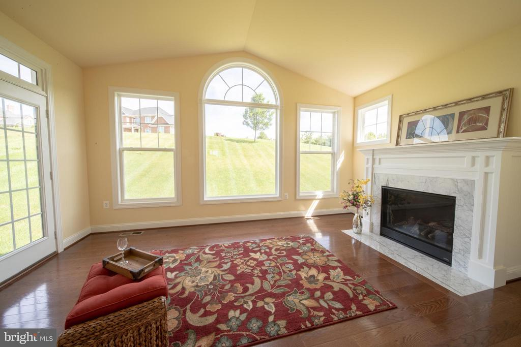Reading Room - many uses - 208 SAINT ANDREWS CT, WINCHESTER