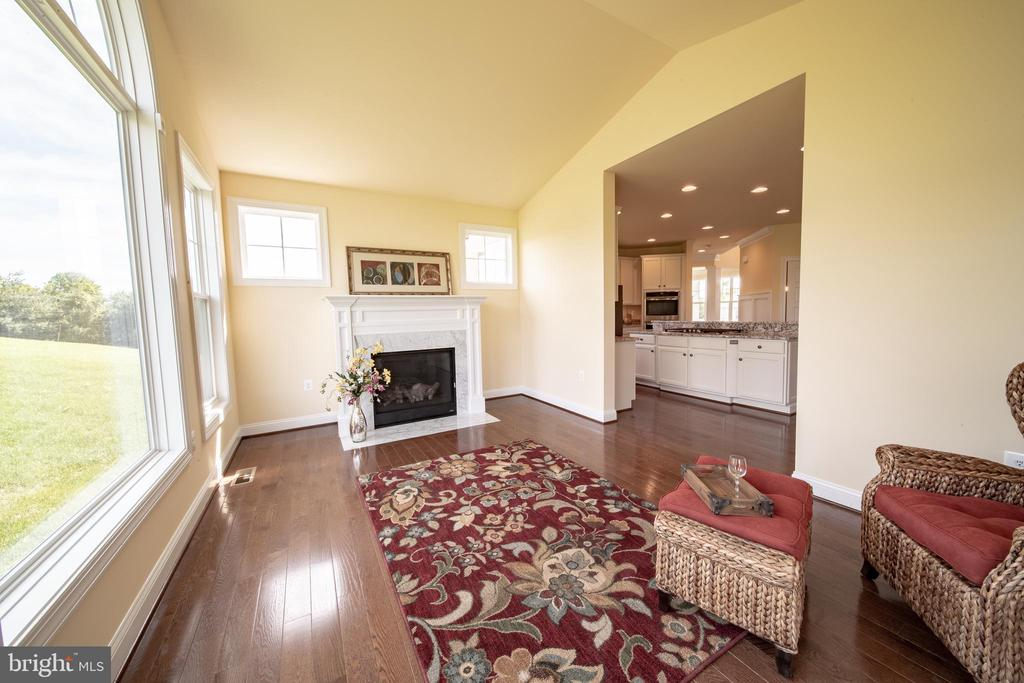 Great Room off from Kitchen - 208 SAINT ANDREWS CT, WINCHESTER