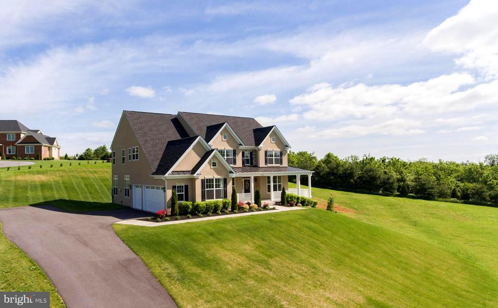 2 Acre lot - room for the family - 208 SAINT ANDREWS CT, WINCHESTER