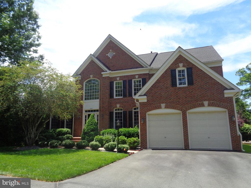 Fully Appointed Luxury Home  Welcomes You - 4524 MOSSER MILL CT, WOODBRIDGE