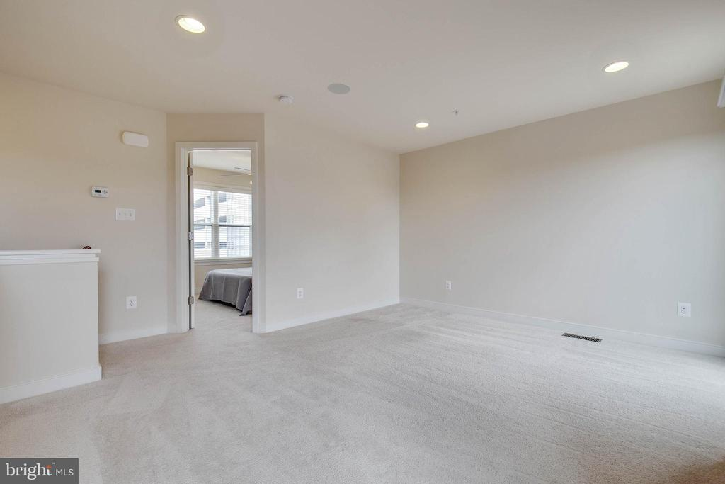 Large rec room on upper level - 8319 LOOKING GLASS WAY, FAIRFAX