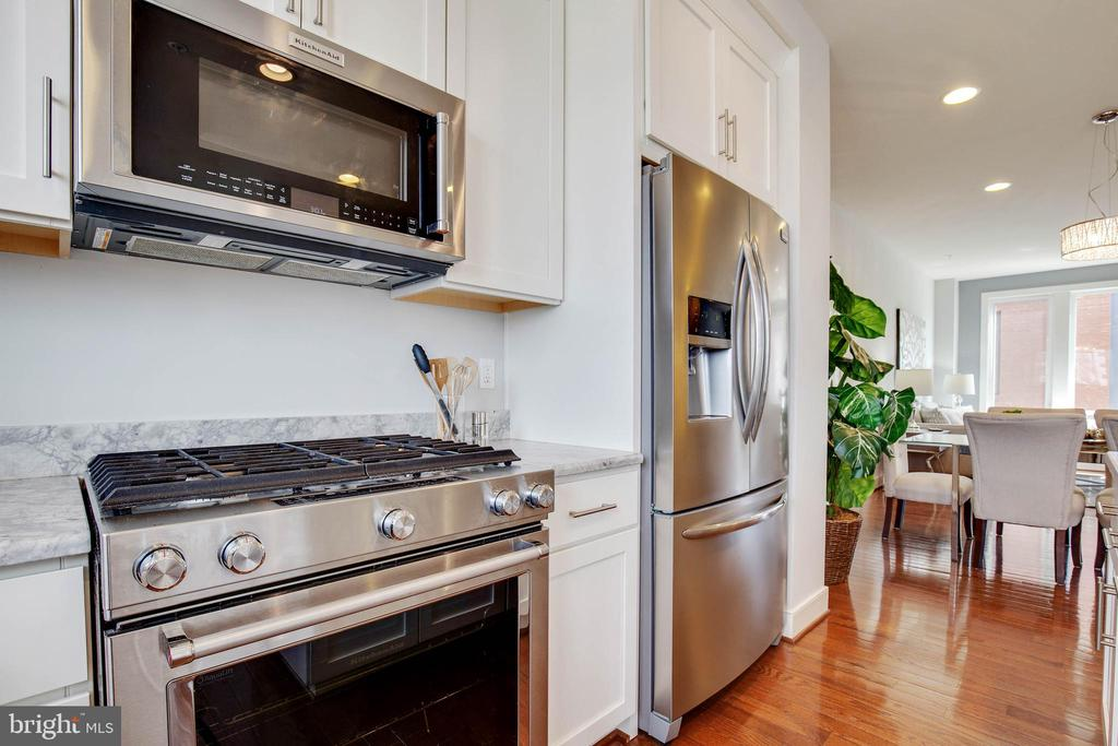Stainless steel appliance suite - 8319 LOOKING GLASS WAY, FAIRFAX